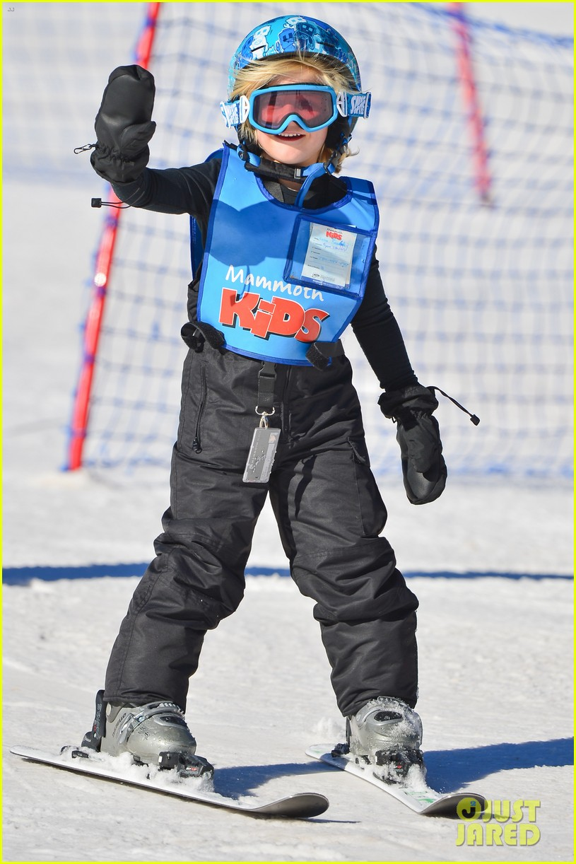 gwen stefani cheers on her boys while they go skiing 21