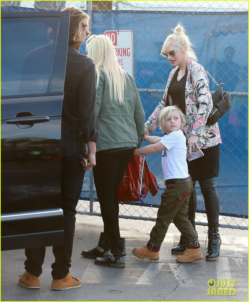 gwen stefani steps out with the family after baby boy news 053036984