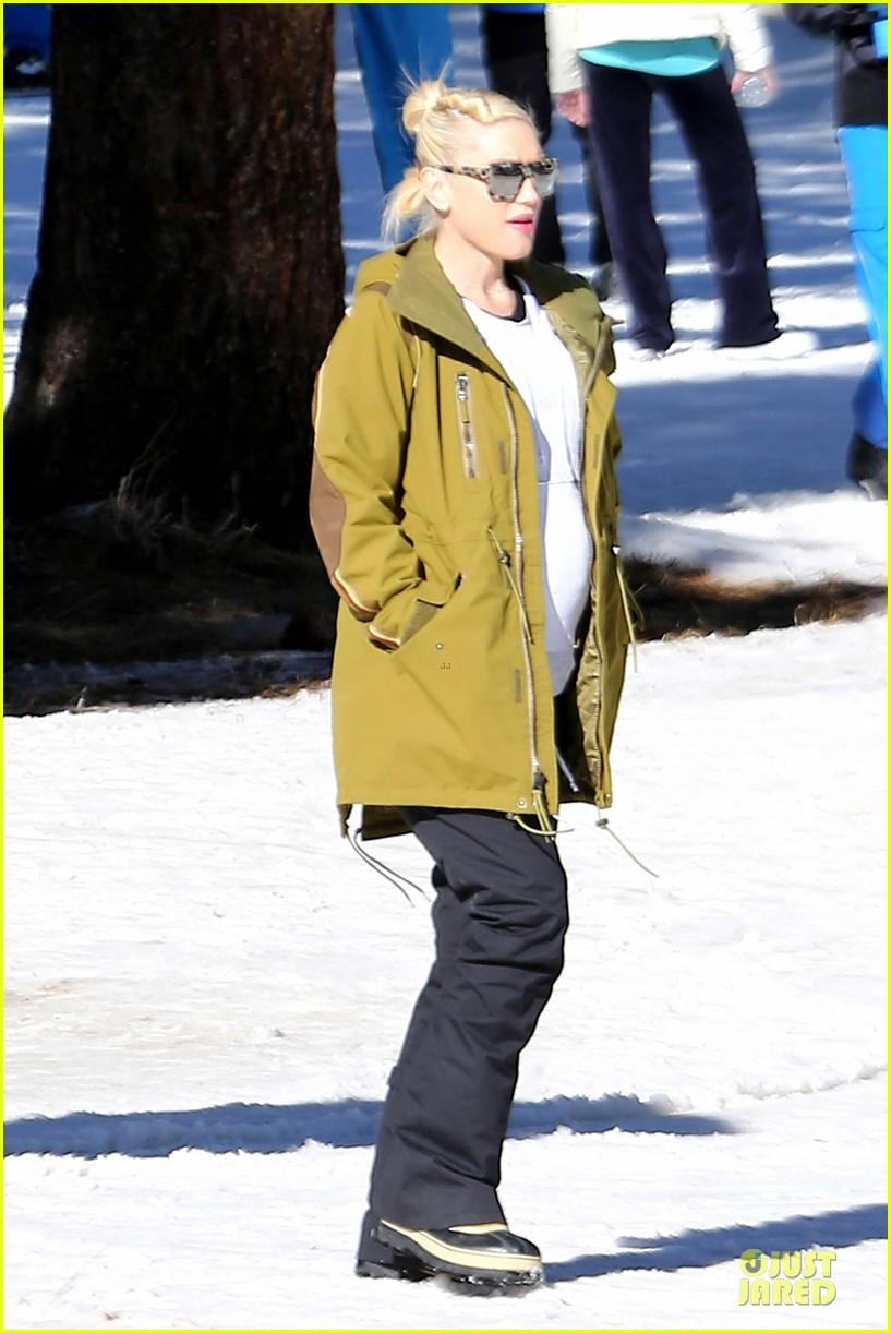 gwen stefani continues snowy mammoth vacation 03
