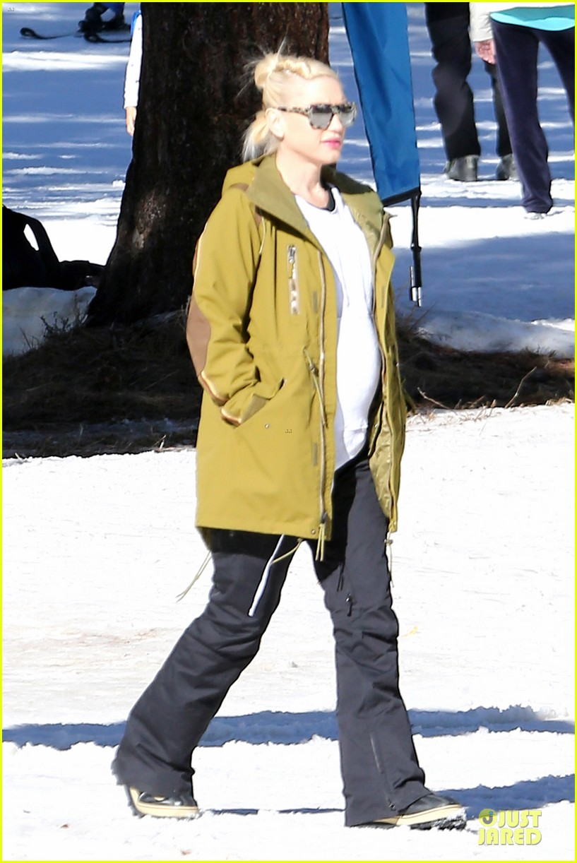 gwen stefani continues snowy mammoth vacation 04
