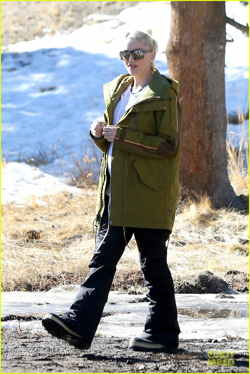 gwen stefani continues snowy mammoth vacation 06