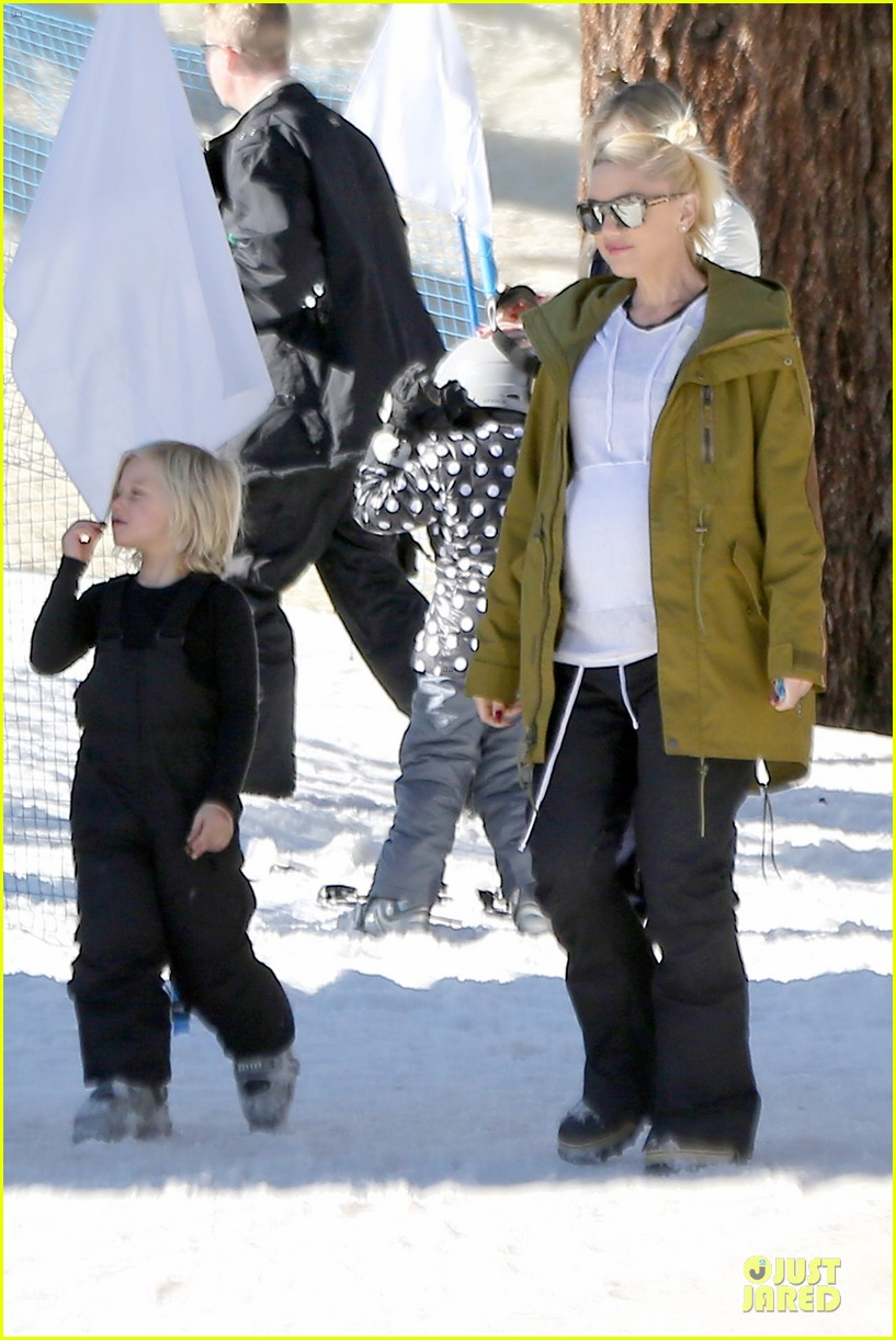 gwen stefani continues snowy mammoth vacation 11