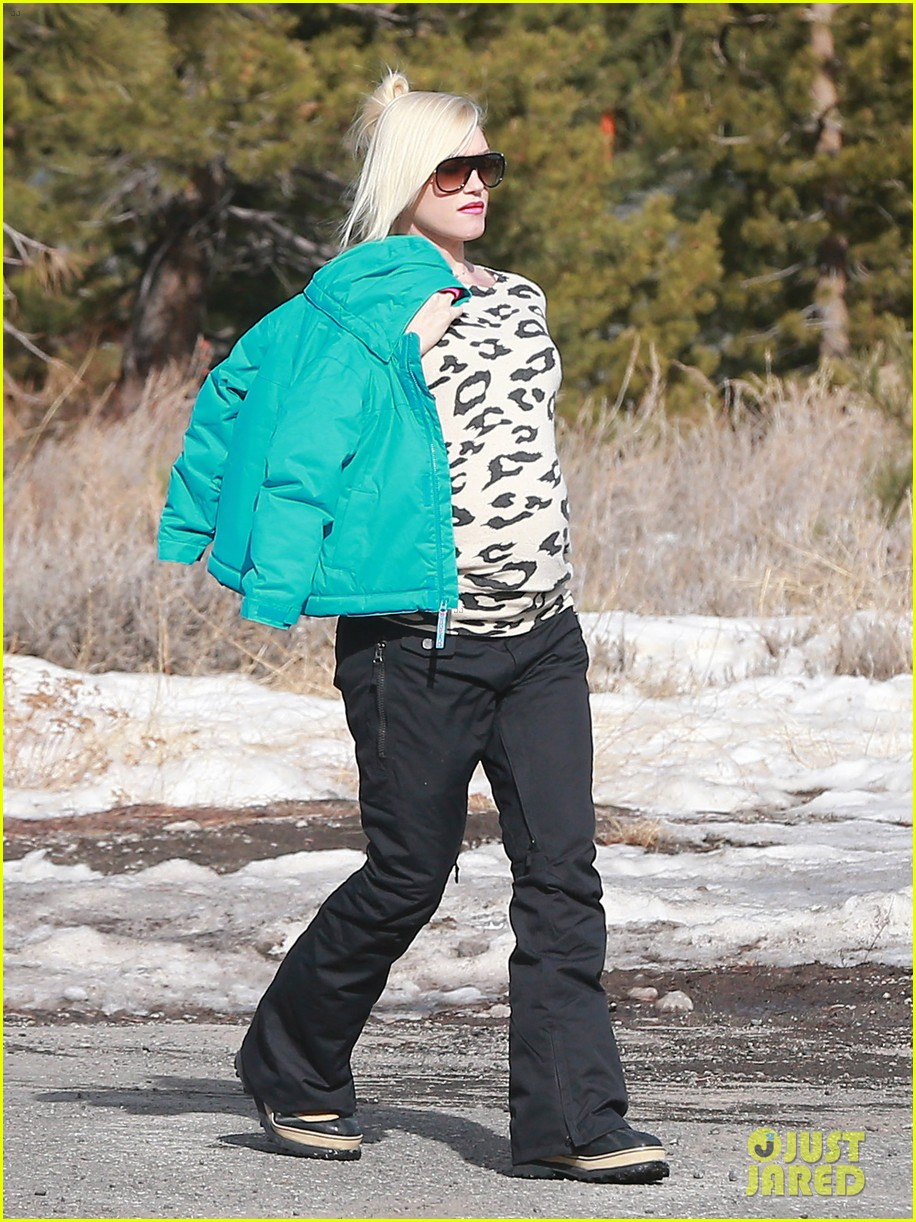 gwen stefani new years day with the family in mammoth 05