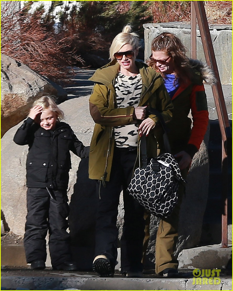 gwen stefani new years day with the family in mammoth 103021420