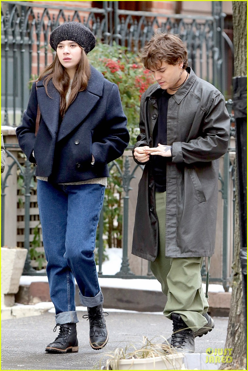 hailee steinfeld emile hirsch ten thousand saints set 07
