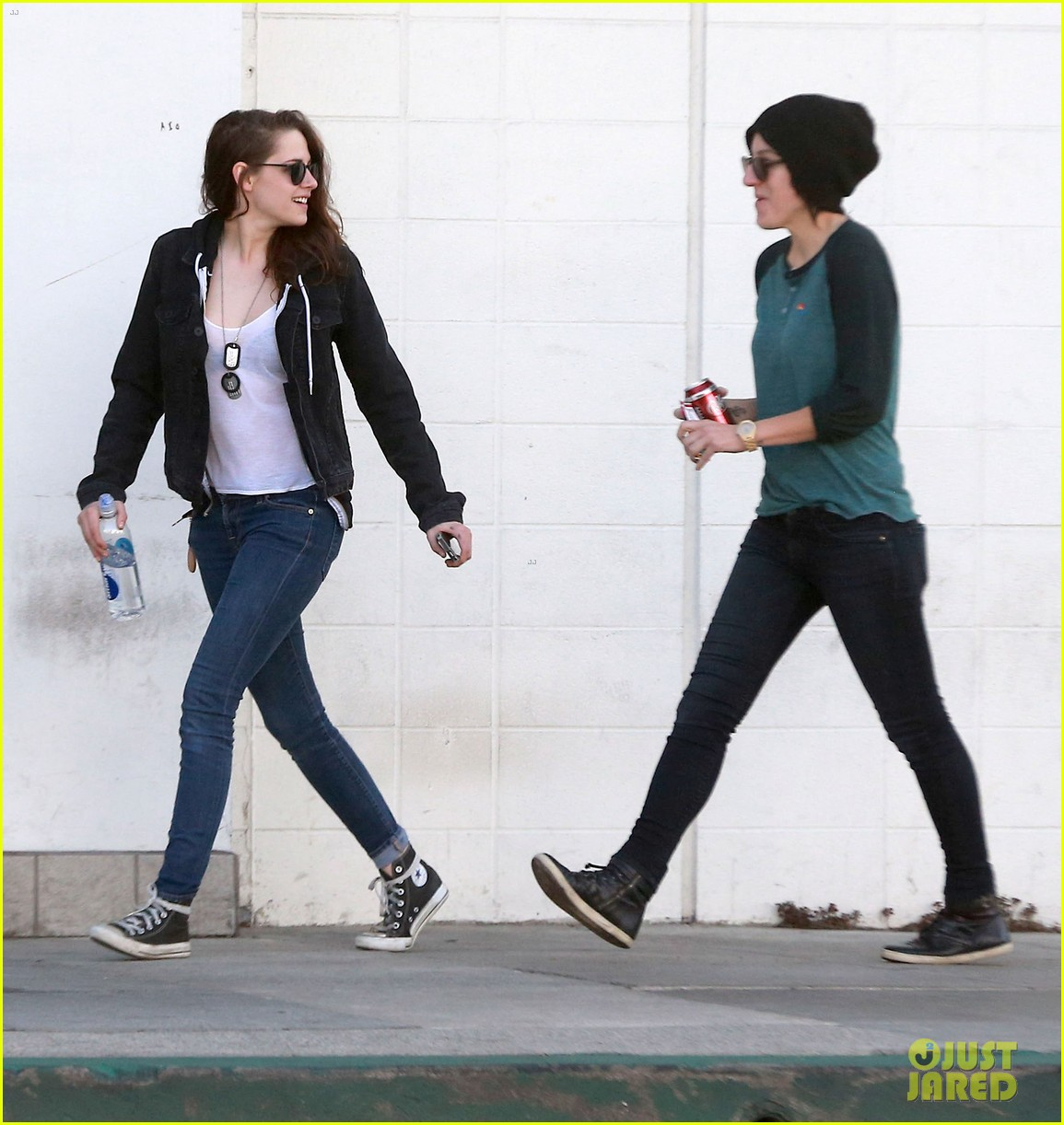 kristen stewart goes to the library with pal tamra natisin 053028206