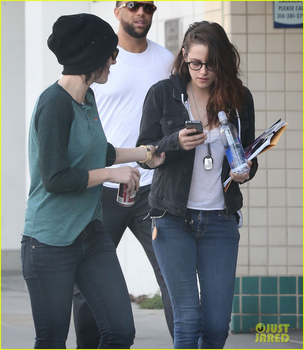 kristen stewart goes to the library with pal tamra natisin 143028215