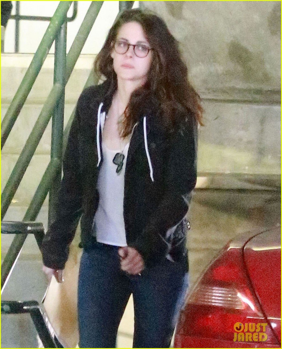 kristen stewart goes to the library with pal tamra natisin 26