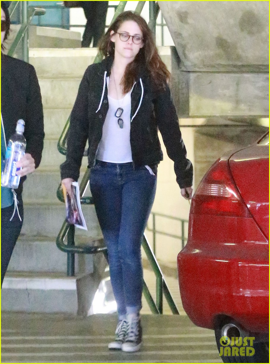 kristen stewart goes to the library with pal tamra natisin 27