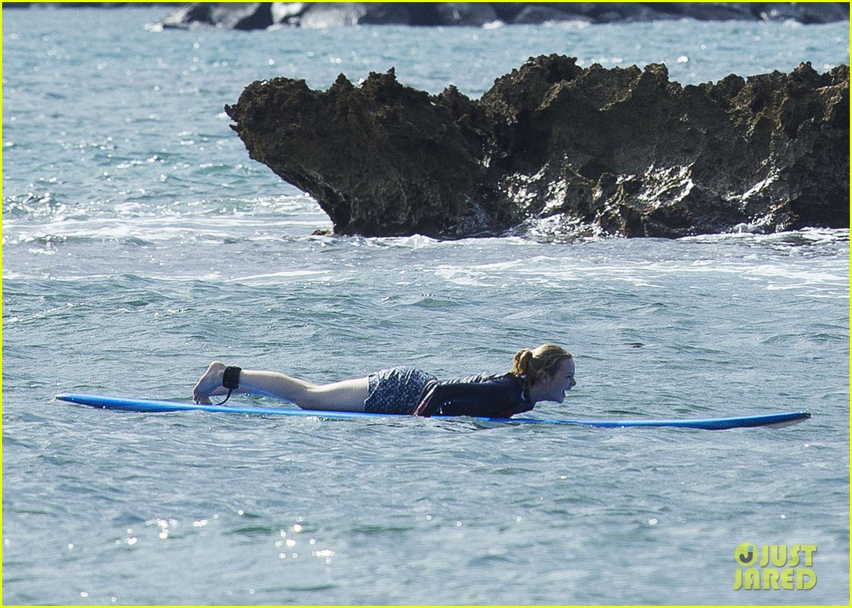 emma stone andrew garfield surf in hawaii 243023409