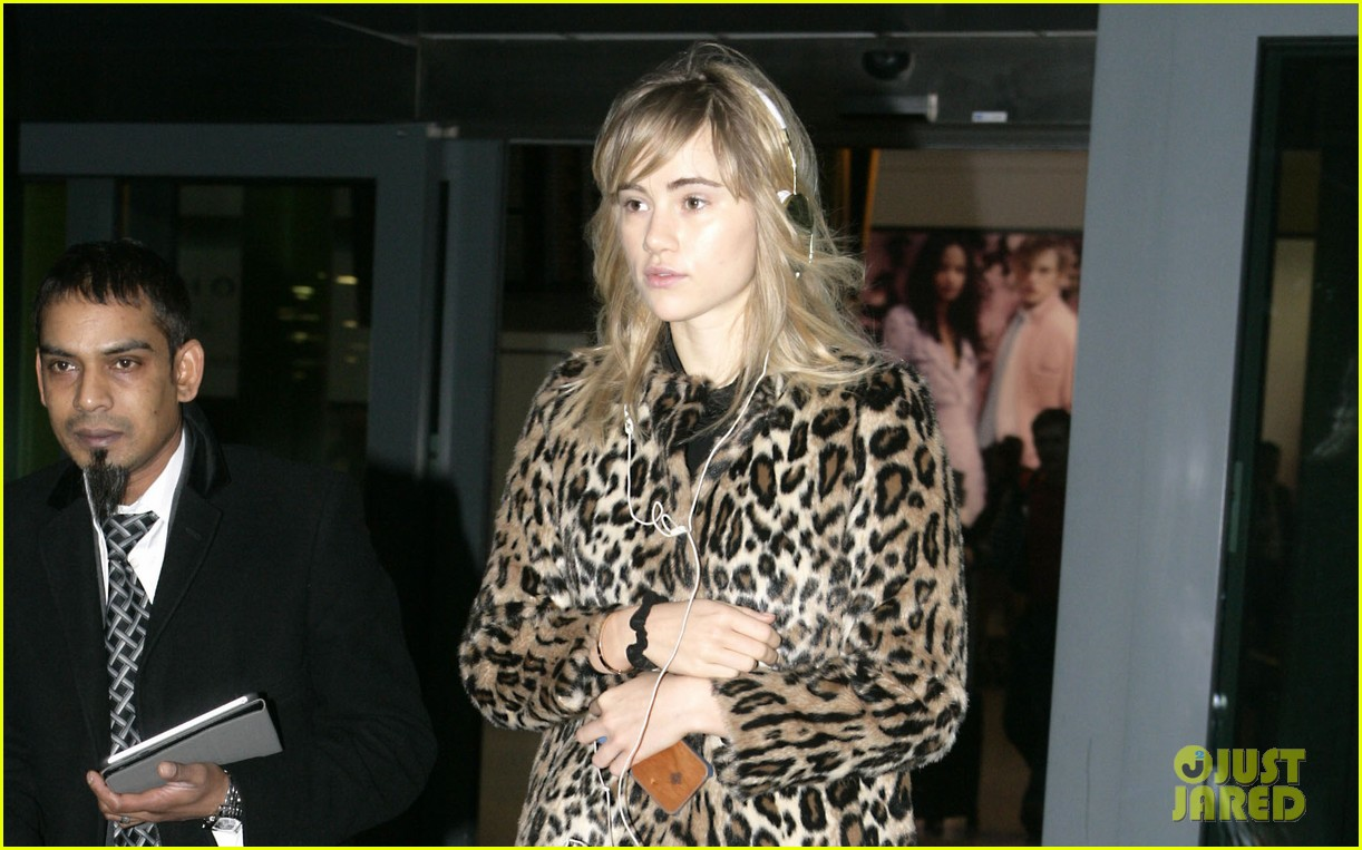 suki waterhouse back in london after joint bradley cooper party 04
