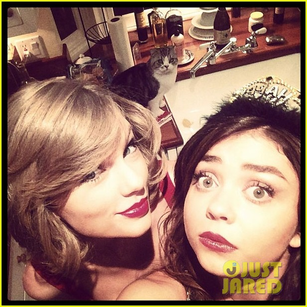 taylor swift new years eve 2014 party with sarah hyland 04