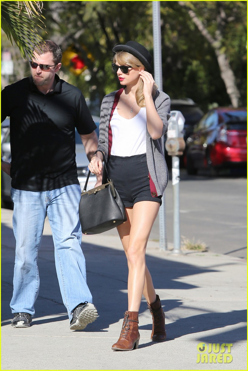 taylor swift shows off her legs for days after oscar snub 033032829