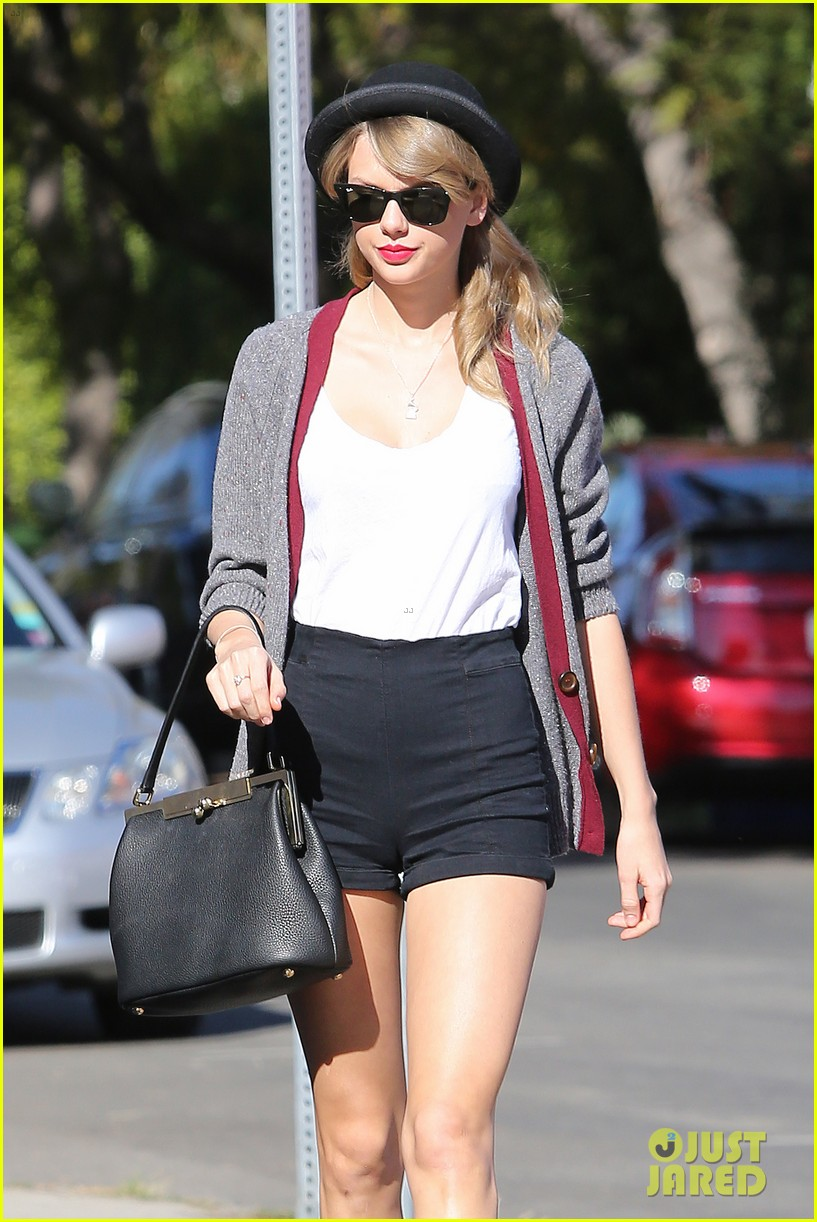 taylor swift shows off her legs for days after oscar snub 09
