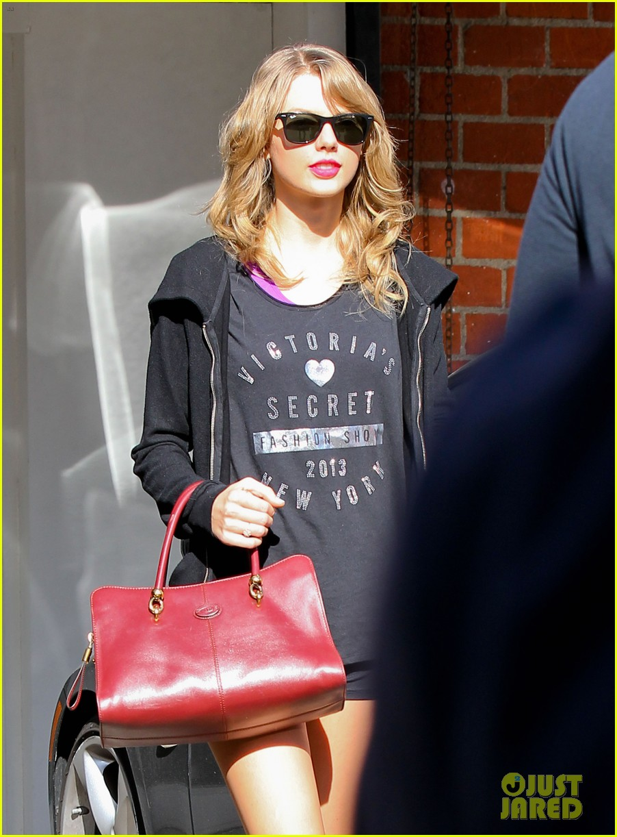 taylor swift shows victorias secret pride at the gym 173023949