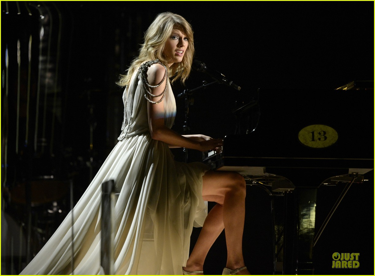 taylor swift performs all too well at grammys 2014 video 06