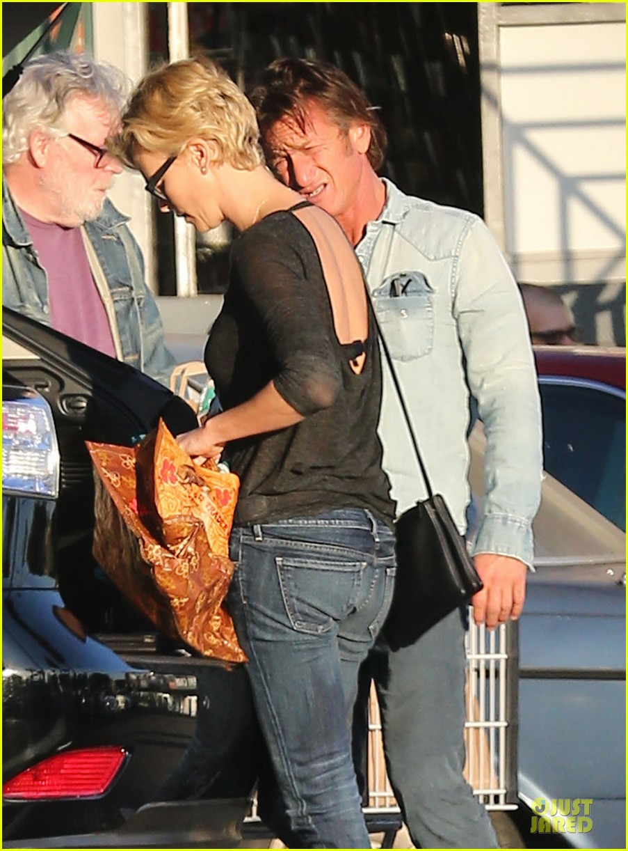 charlize theron sean penn bares her back for sean penn 113038105