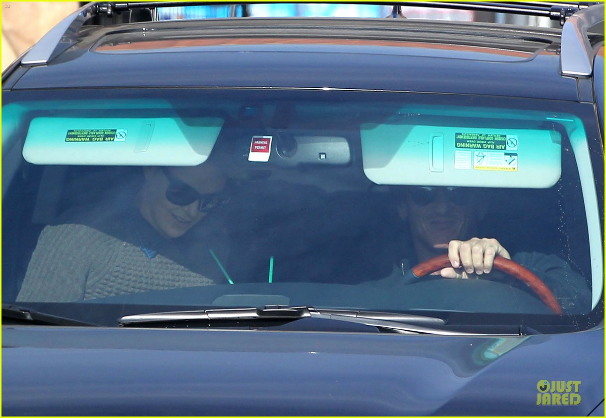 charlize theron coffee run with sean penn 19