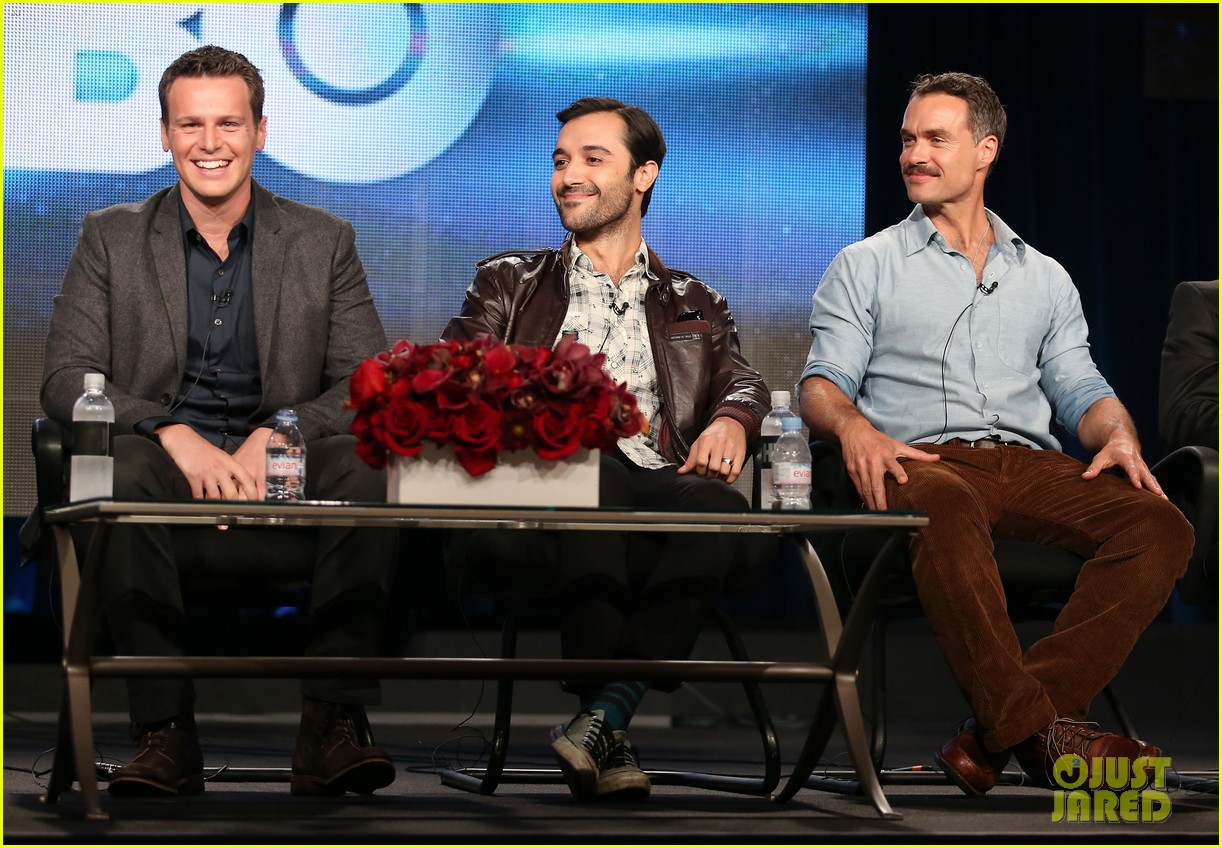 justin theroux jonathan groff hbos tca winter tour panel 093026572