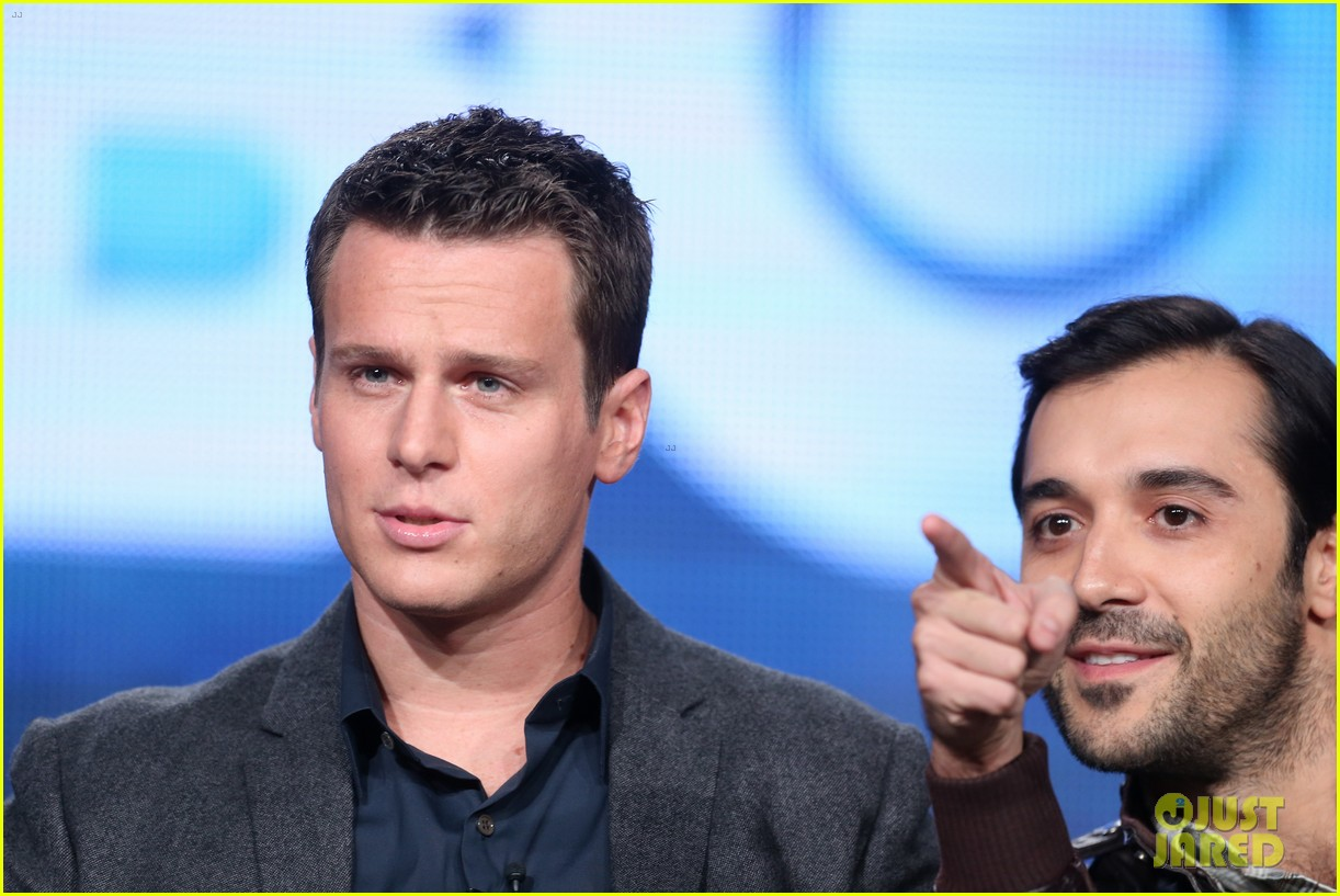 justin theroux jonathan groff hbos tca winter tour panel 10