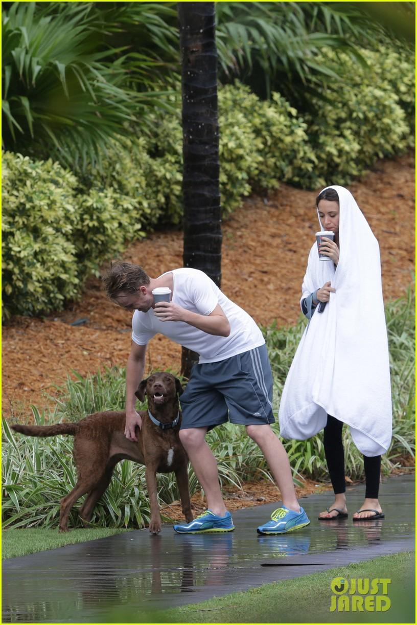 tom felton jade olivia rainy day dog walk 09