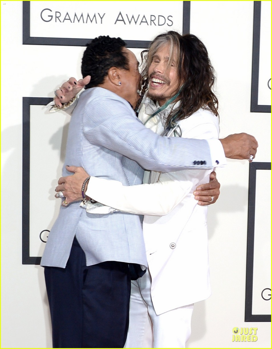 steven tyler smokey robinson sings to smokey robinson at grammys 2014 07