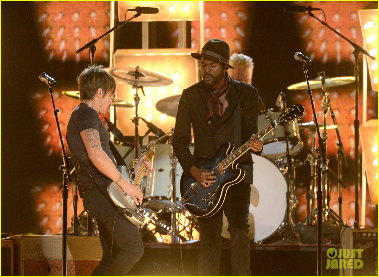 keith urban performs cop car at grammys 2014 video 09
