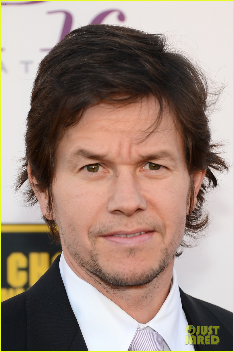 mark wahlberg critics choice awards 2014 red carpet 013033115