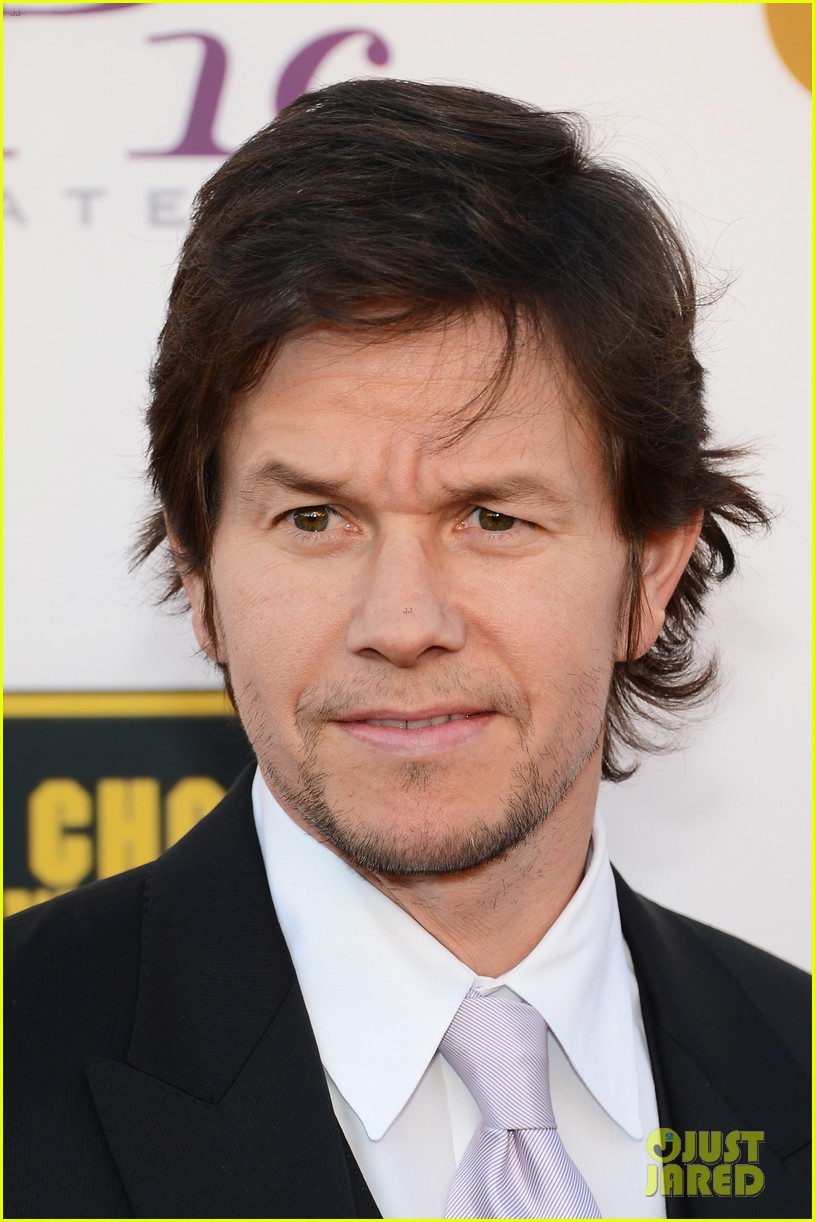 mark wahlberg critics choice awards 2014 red carpet 103033124