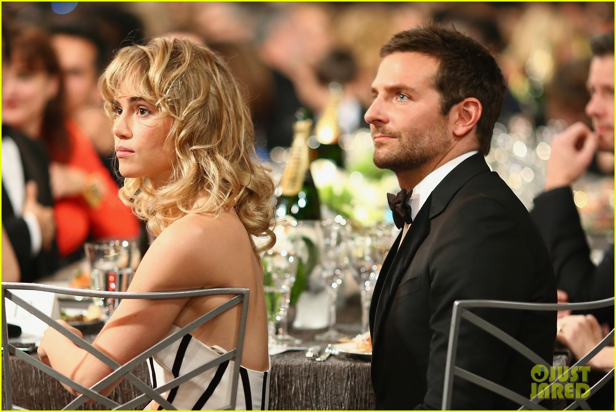 suki waterhouse sag awards 2014 with bradley cooper 03