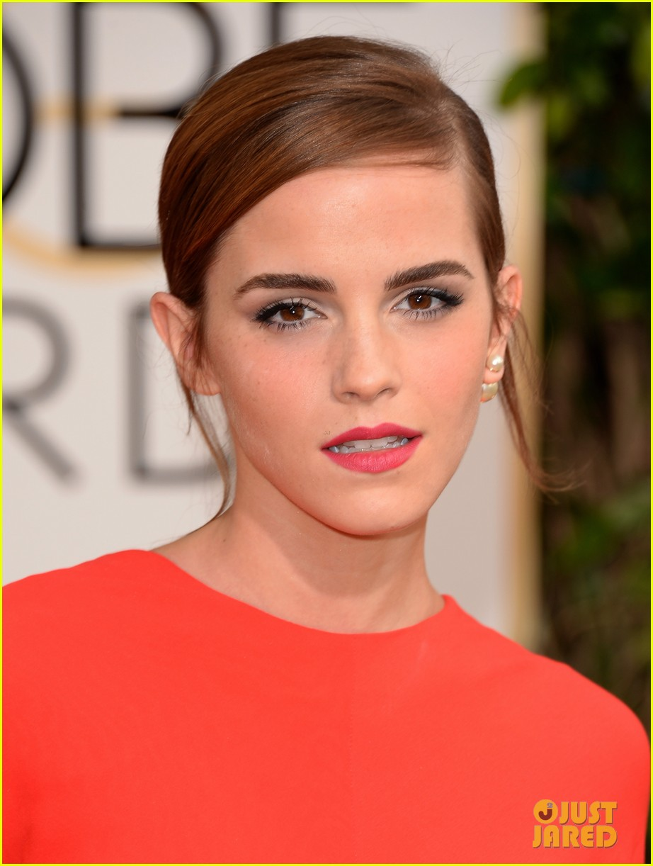 emma watson golden globes 2014 red carpet 023029218