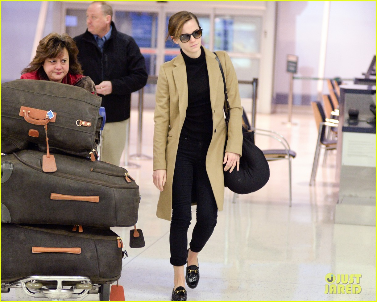 emma watson leaves new york city after quick trip 06