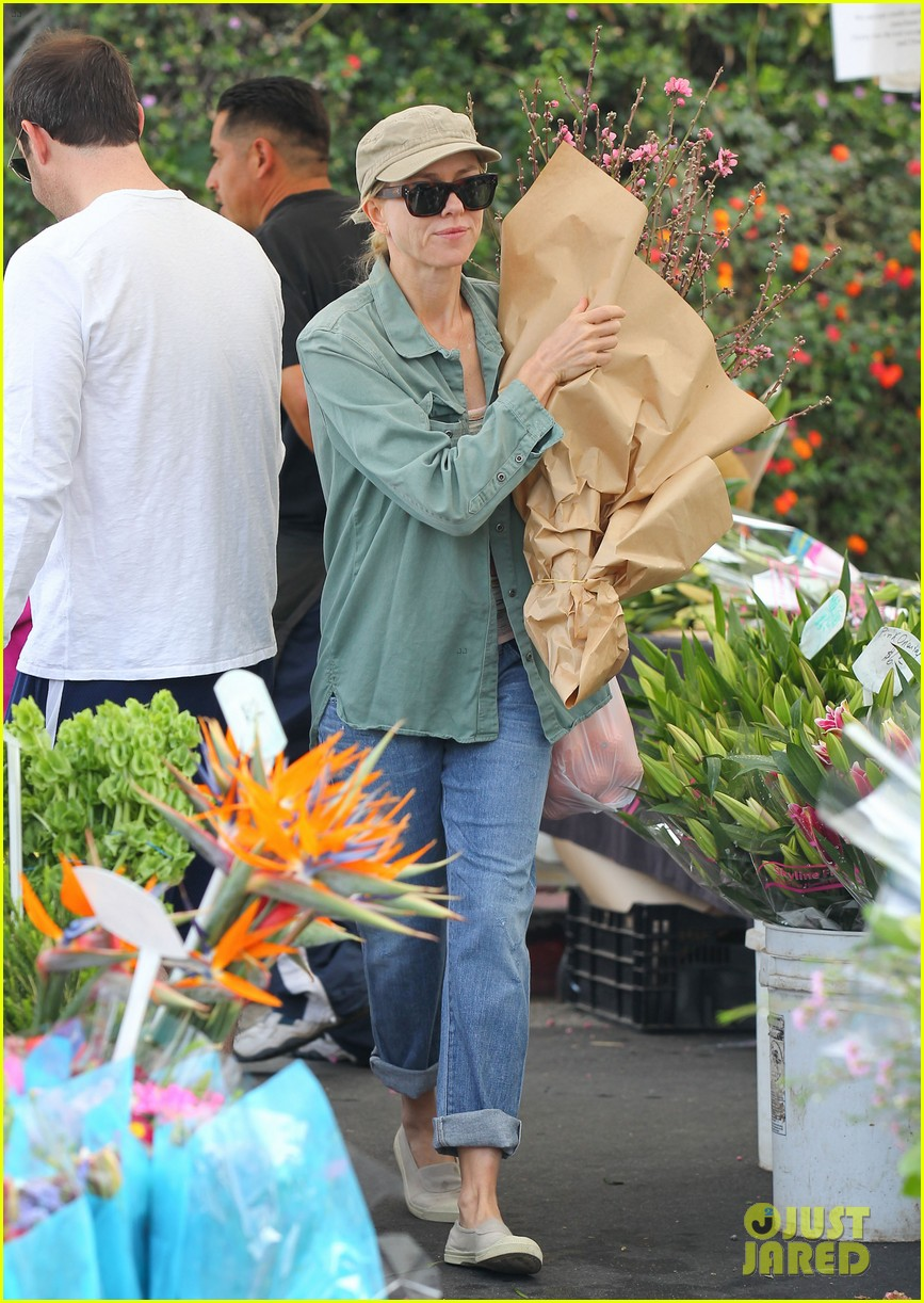naomi watts farmers marker shopper 073037028