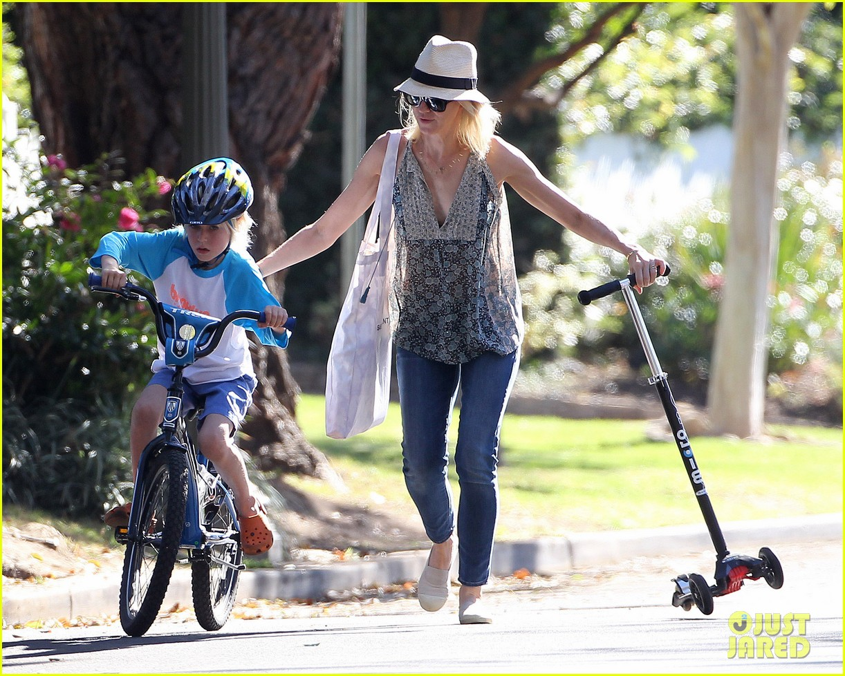 naomi watts liev schreiber run after the kids at the park 273023632