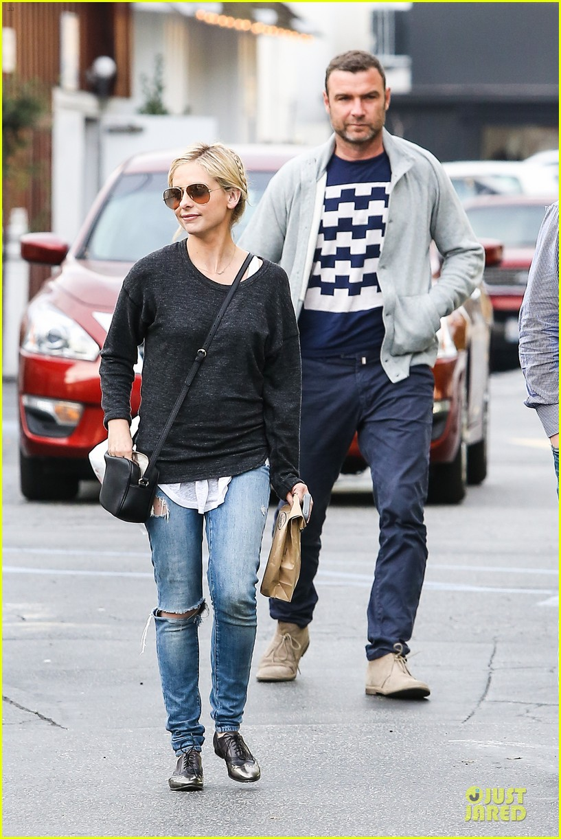 naomi watts liev schreiber grabs lunch with sarah michlle gellar 17