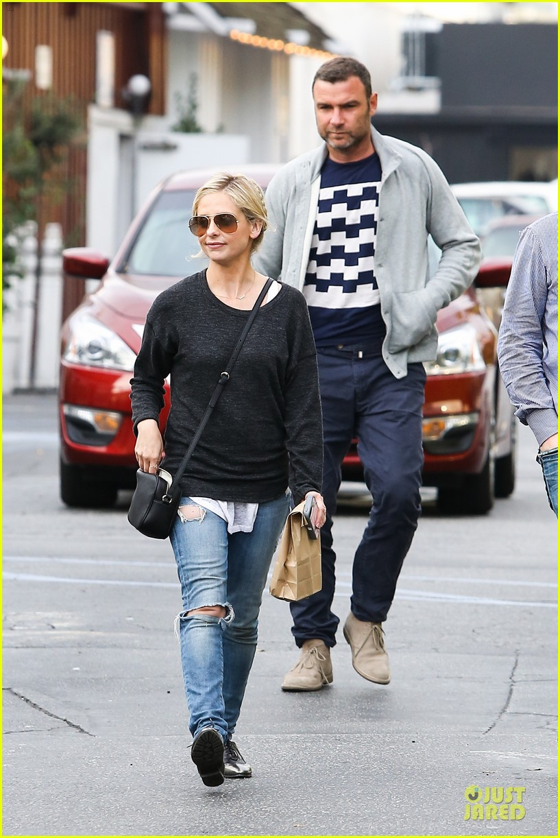 naomi watts liev schreiber grabs lunch with sarah michlle gellar 22