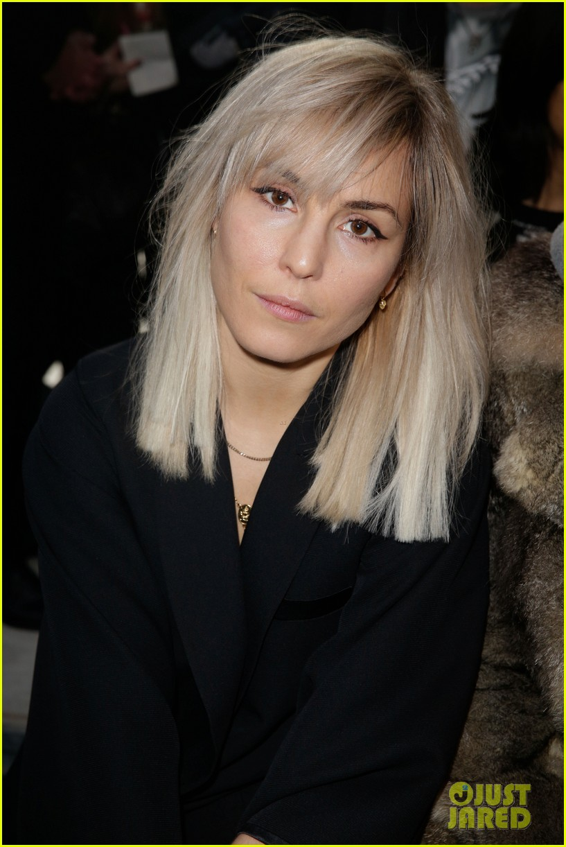 kanye west noomi rapace givenchy fashion show 043033628