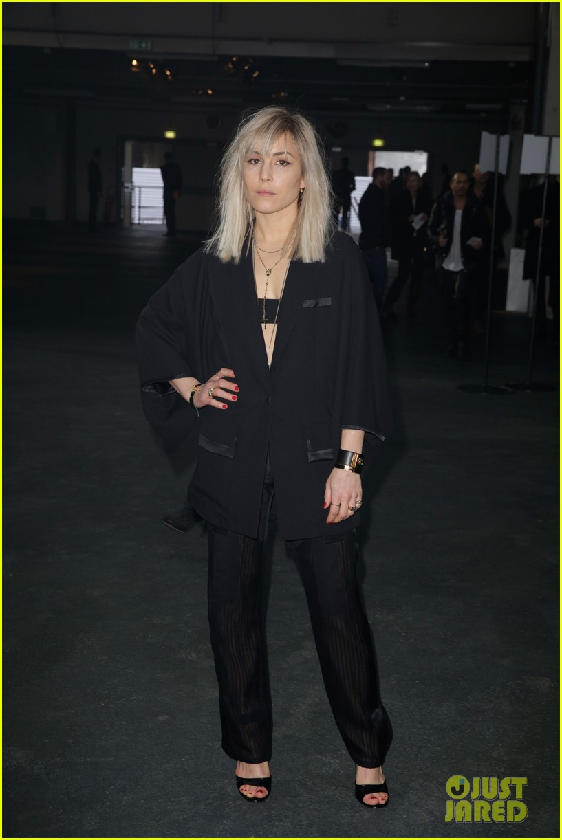 kanye west noomi rapace givenchy fashion show 15