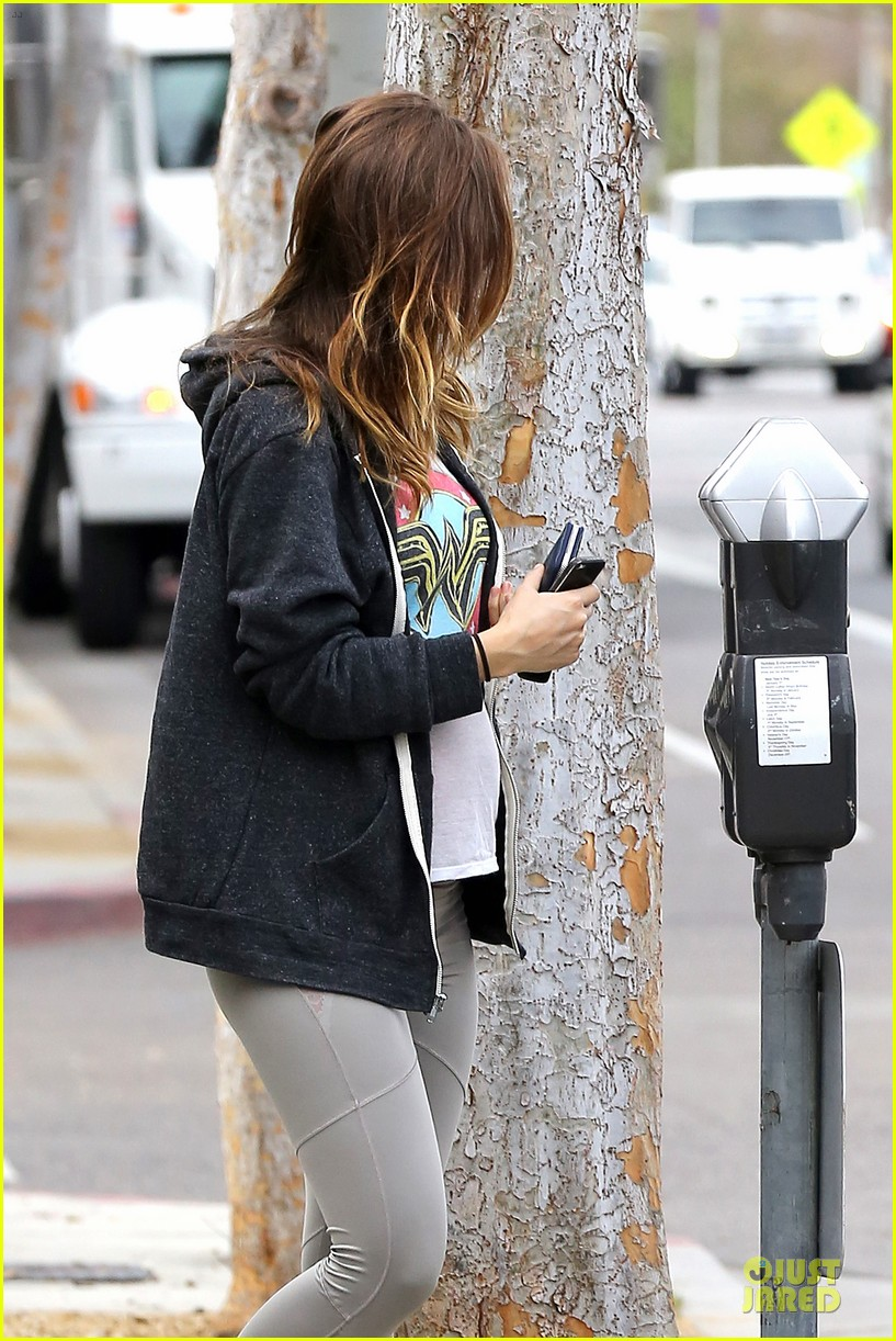 olivia wilde baby bumpin friday workout 133039554