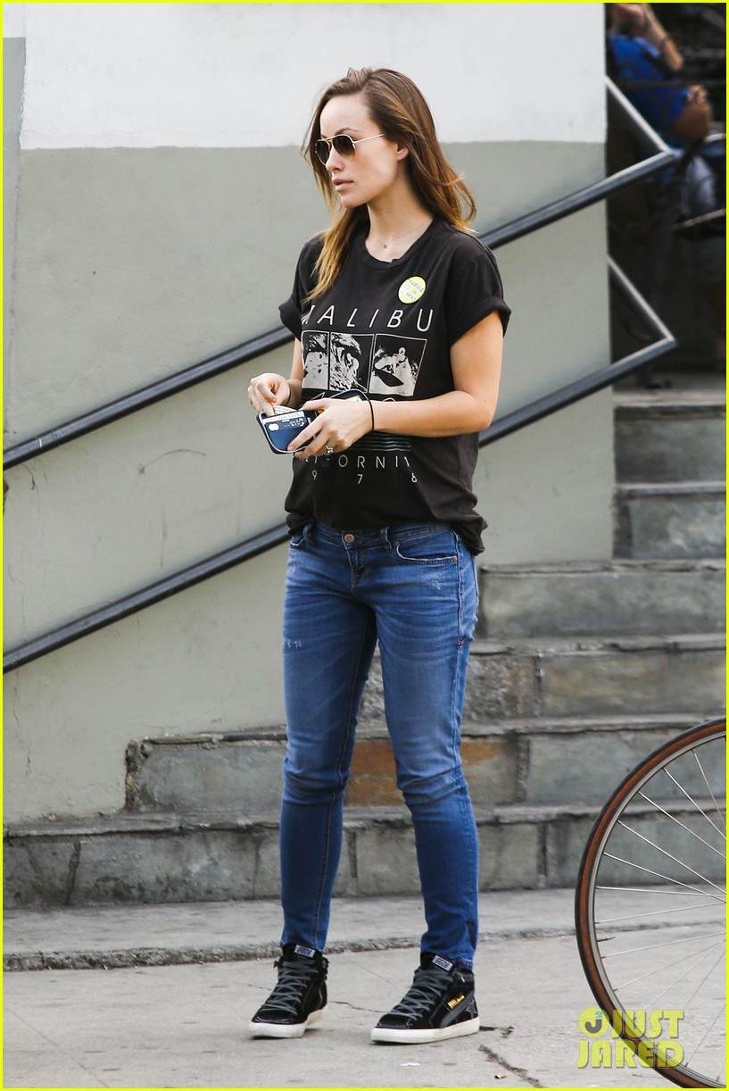 olivia wilde basketball game date with jason sudeikis 17