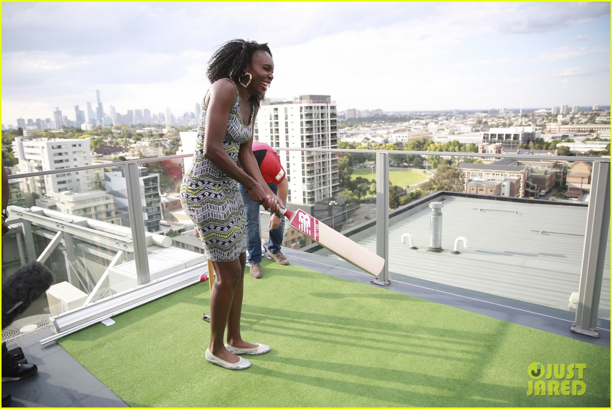 venus serena williams play cricket with the pros 023026368