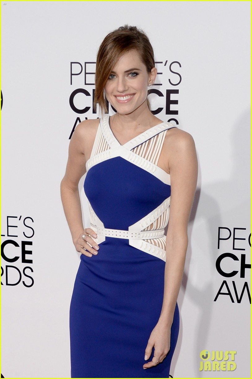 allison williams peoples choice awards 2014 red carpet 06