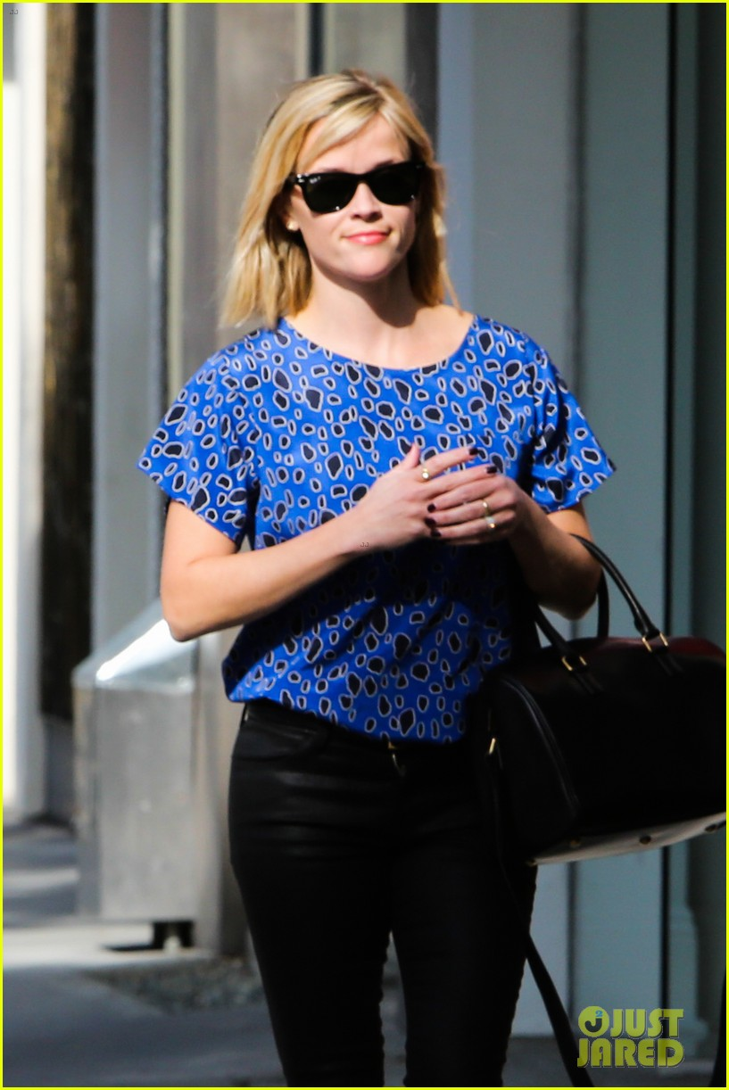 reese witherspoon keeps busy with shopping meetings 21