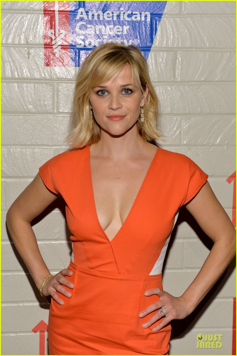 reese witherspoon hostess with the mostess for stand up to cancer 04