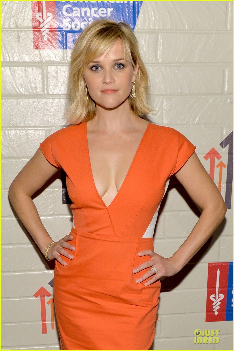 reese witherspoon hostess with the mostess for stand up to cancer 063043239