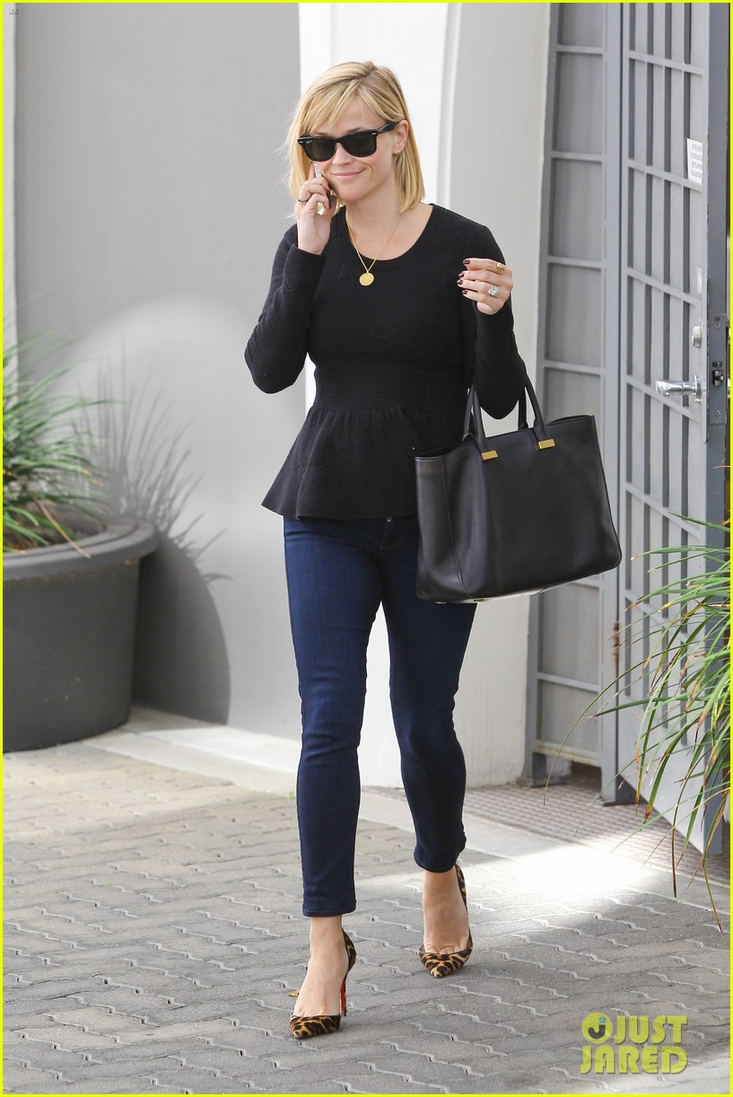 reese witherspoon no longer attached to the intern movie 07