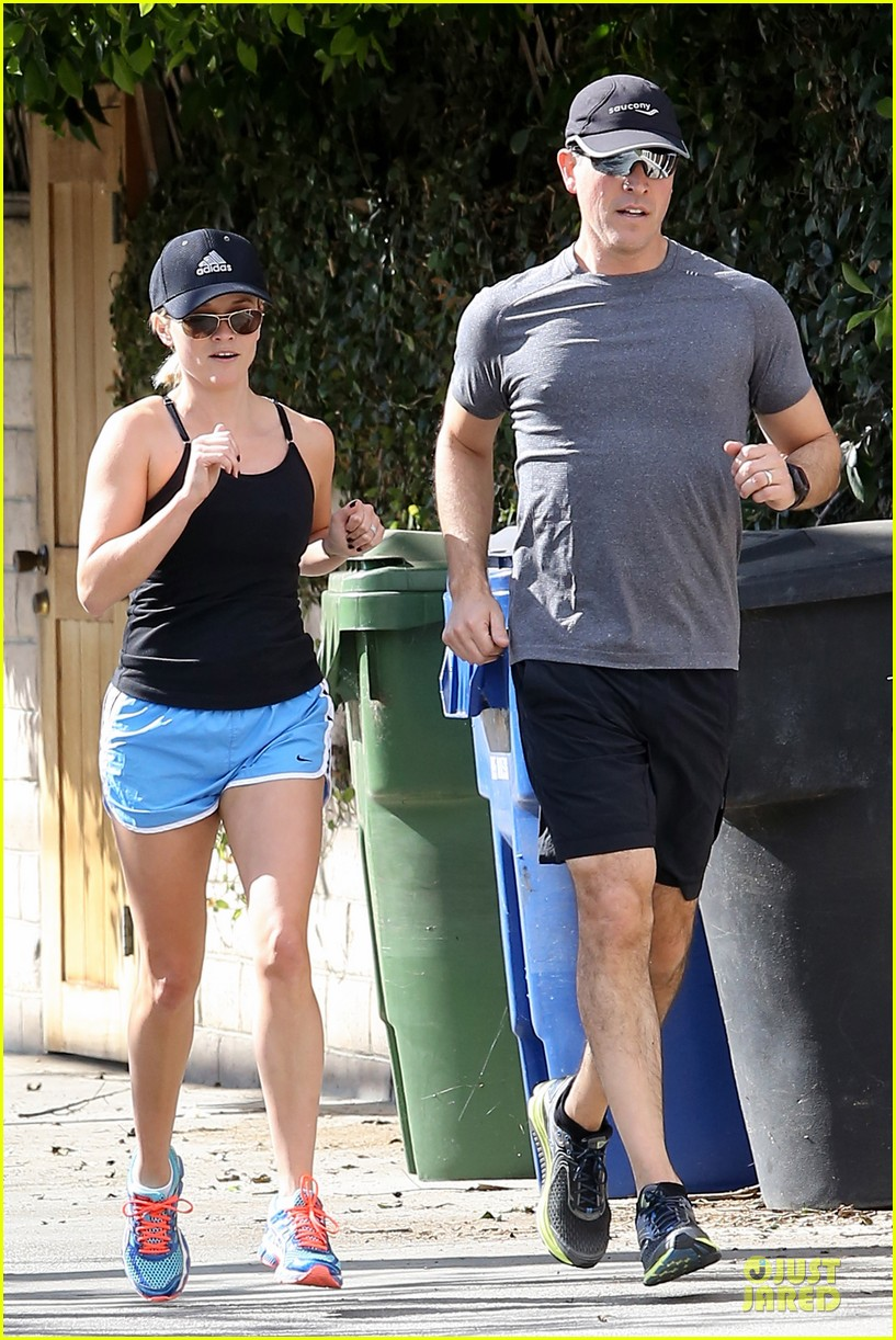 reese witherspoon jim toth jog the weekend away 073036176