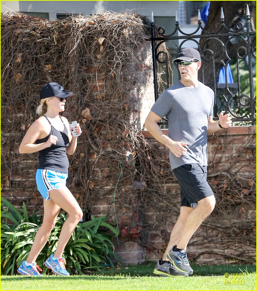 reese witherspoon jim toth jog the weekend away 213036190