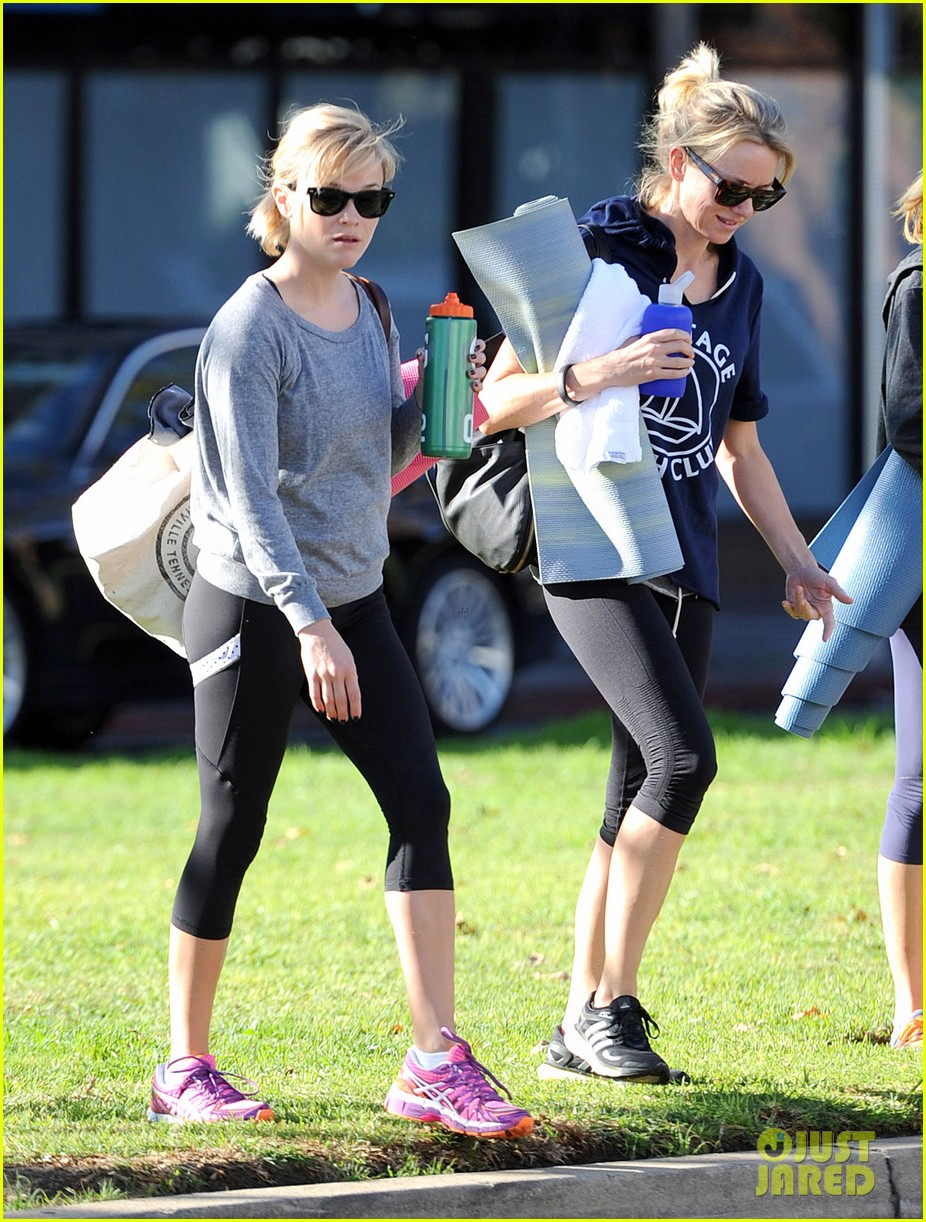 reese witherspoon naomi watts yoga workout buddies 013032143