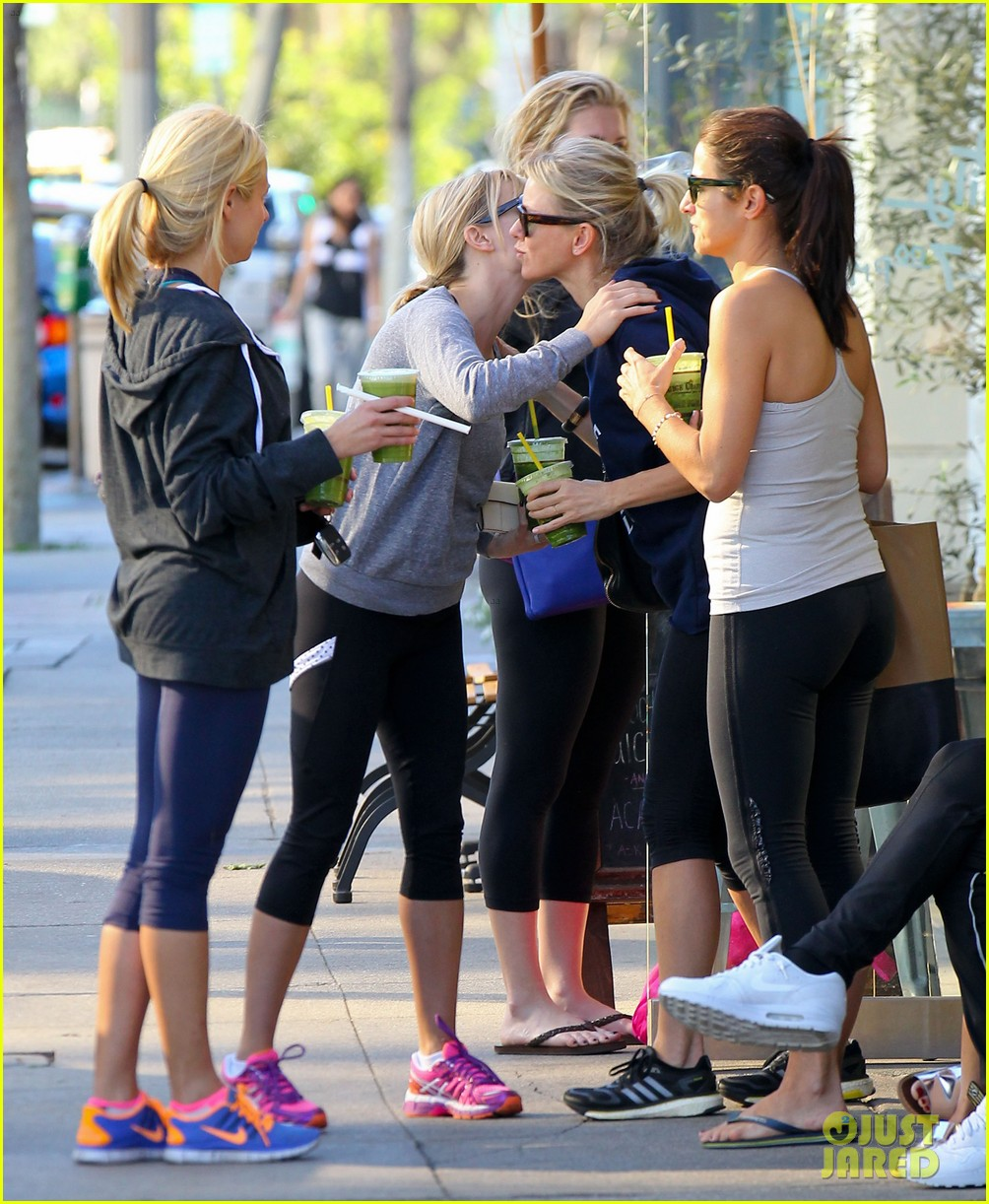reese witherspoon naomi watts yoga workout buddies 043032146